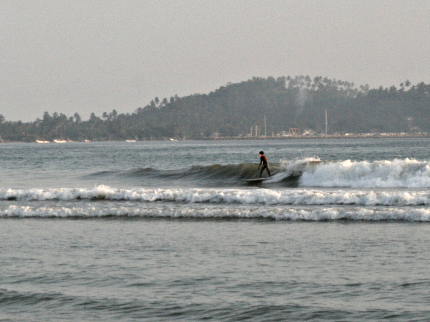 Mellow waves surf Weligama Sri Lanka.jpg